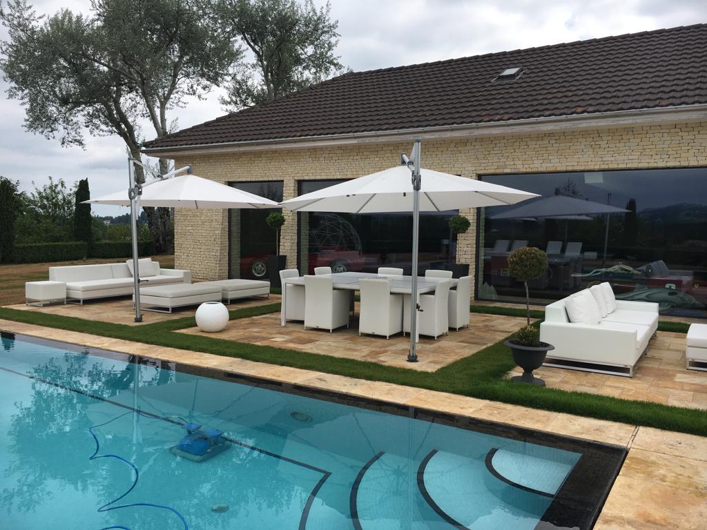 Une terrasse de rêve avec des parasols GLATZ